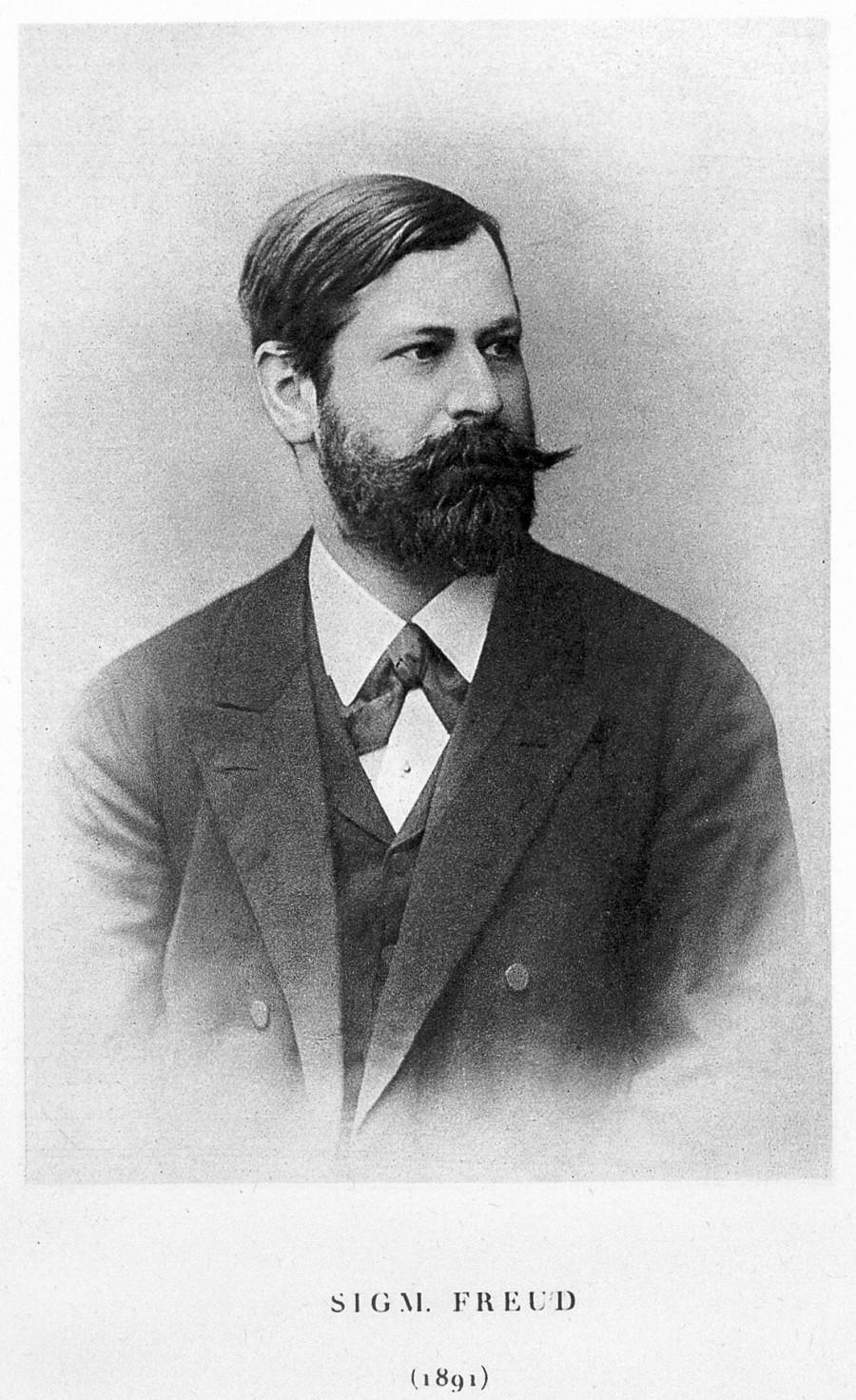 Sigmund Freud 在1891拍摄的照片,当时35岁