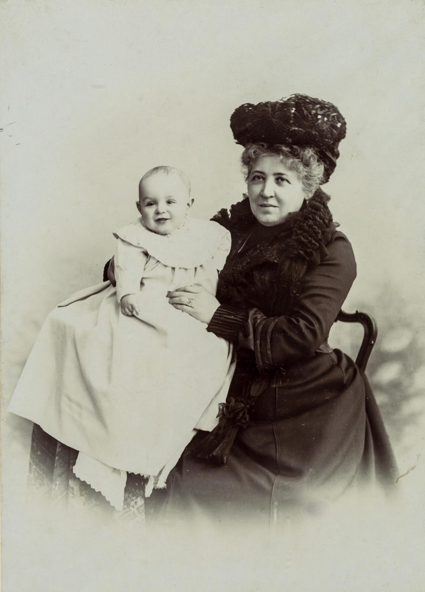 Photograph of Libussa Reizes with her baby grandson, Otto
