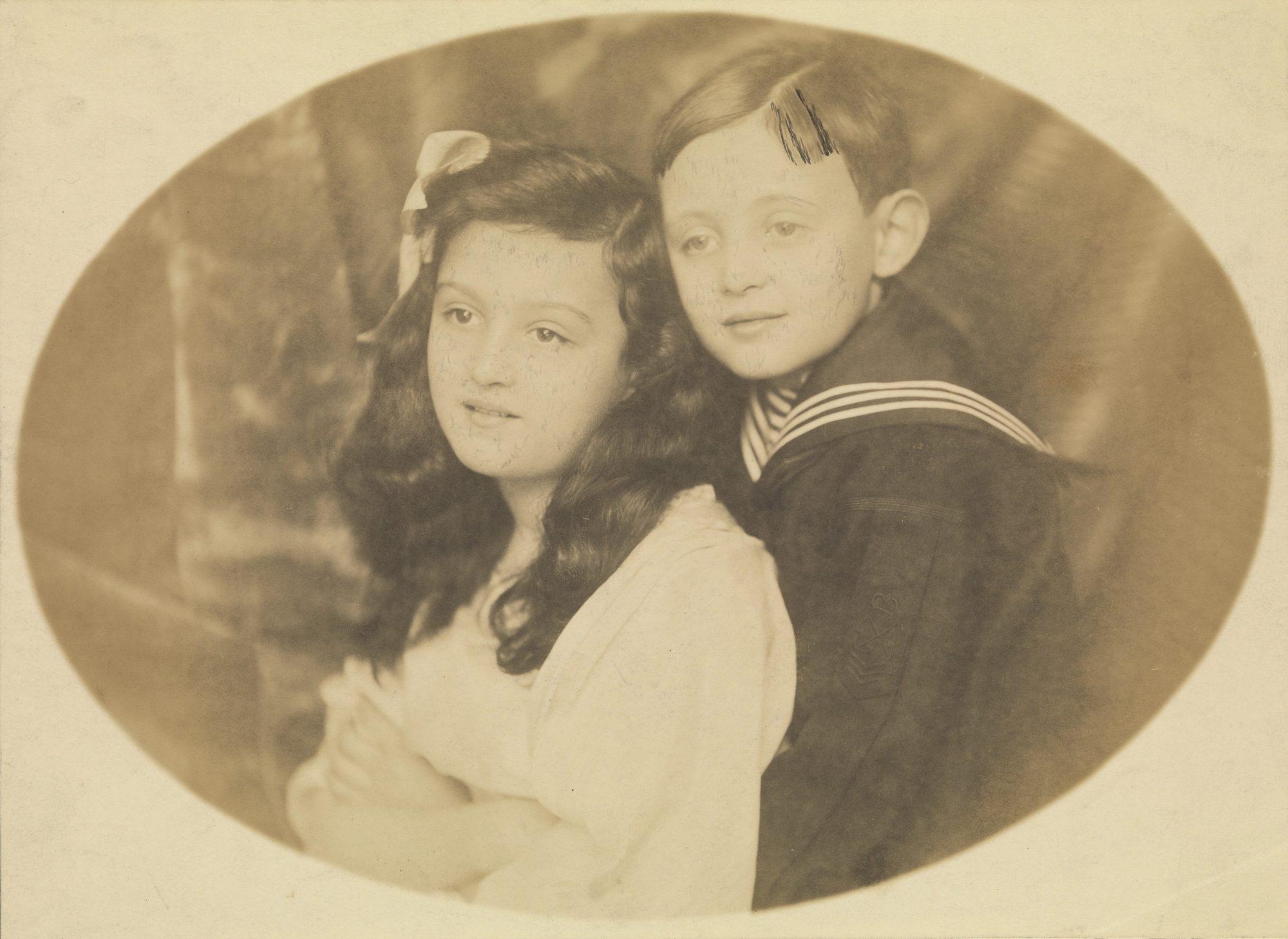 Fotografía de Melitta y Hans en su niñez