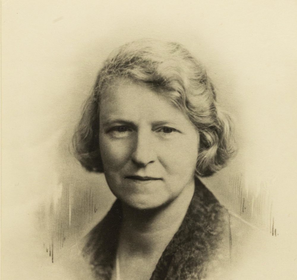 Photograph of psychoanalyst Susan Isaacs in 1933