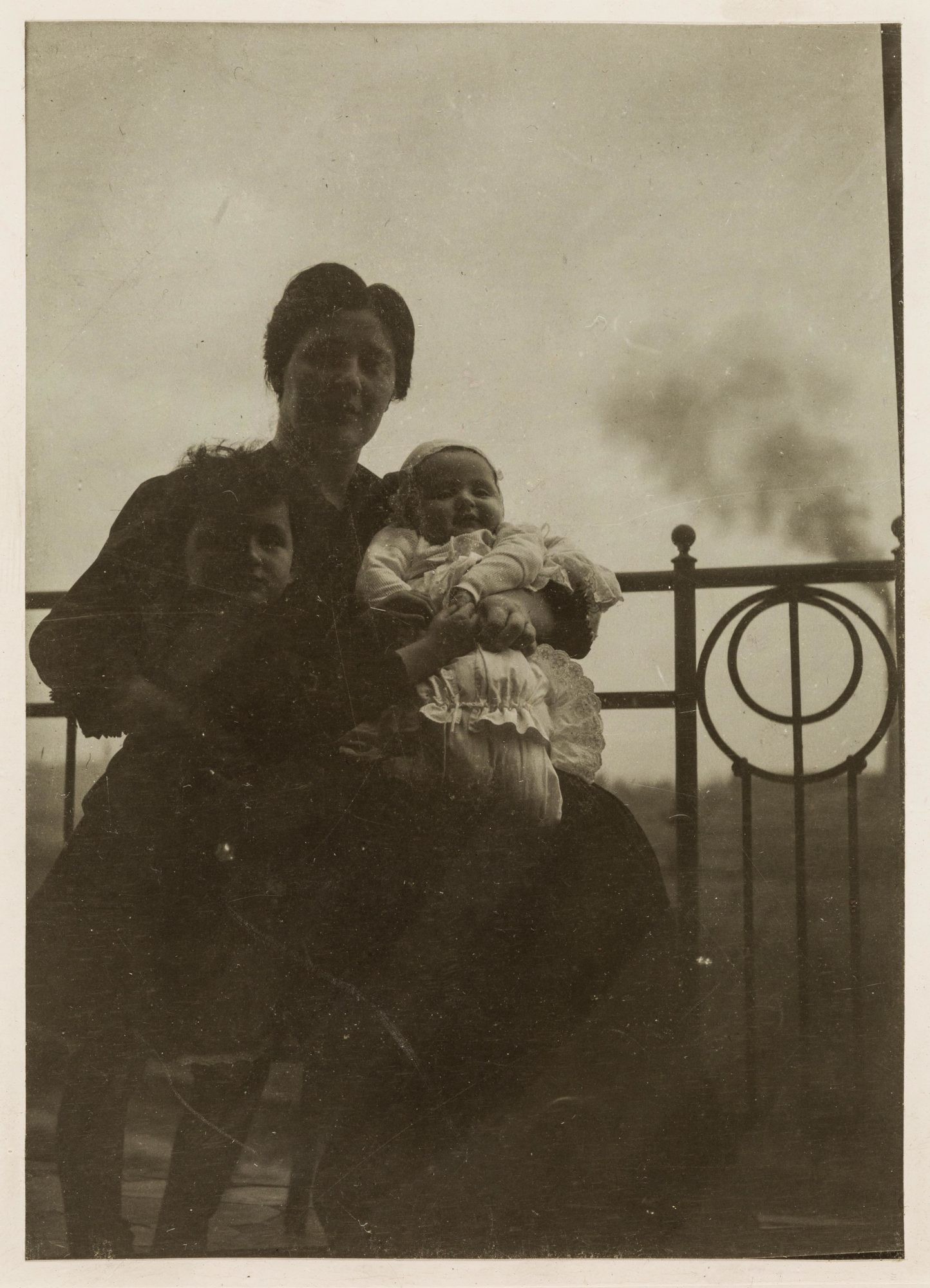 Photograph of Melanie Klein with her children Hans and Melitta around 1908