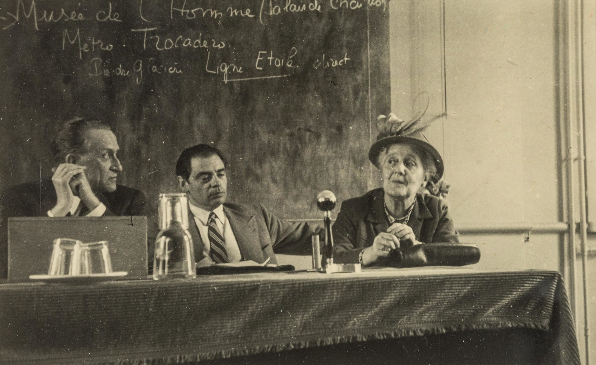 Klein en una conferencia en París, alrededor de 1950